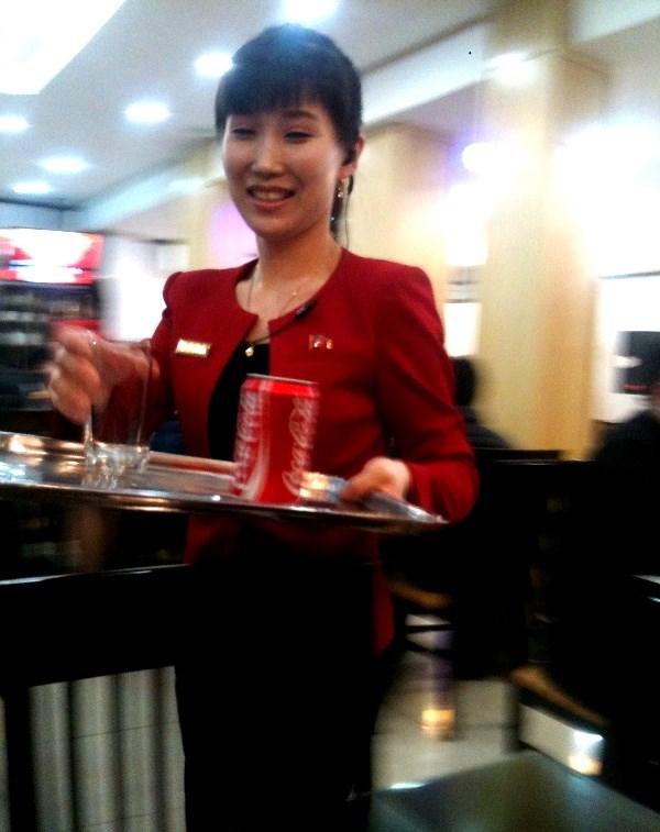 """Cận cảnh """"hot girls"""" Triều Tiên đàn hát tại Hà Nội 9"""