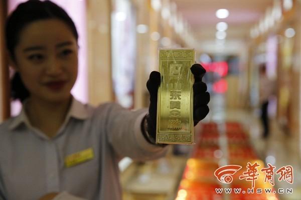 200kg vàng ròng dùng để lát đường khai trương cửa hàng 11