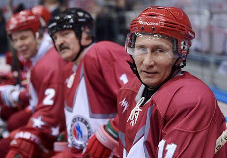 Tổng thống 60 tuổi Vladimir Putin hăng say chơi hockey 9