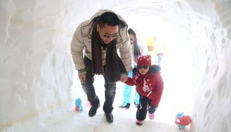 Triệu Vy khoe ảnh gia đình hạnh phúc đi trượt tuyết 11