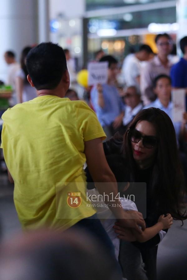 Hà Hồ và Cường Đô la hạnh phúc khi Subeo đón ở sân bay  17