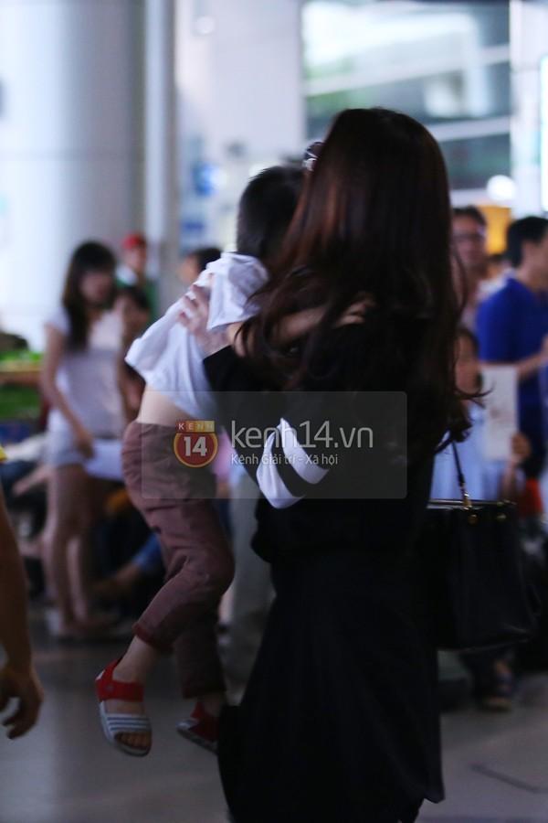 Hà Hồ và Cường Đô la hạnh phúc khi Subeo đón ở sân bay  18