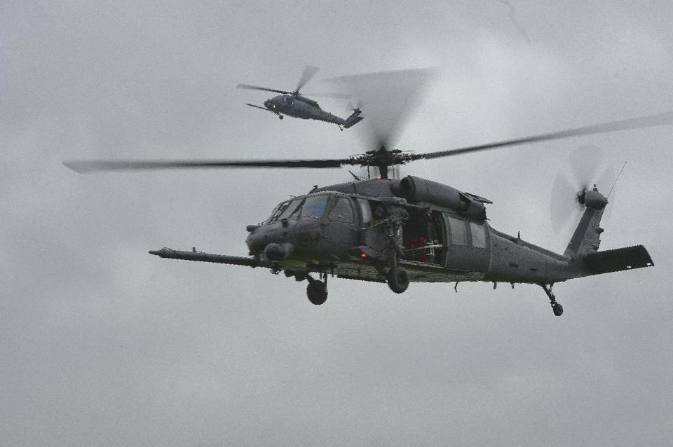 Trực thăng của Không quân Mỹ rơi vỡ tan, 4 người chết 6
