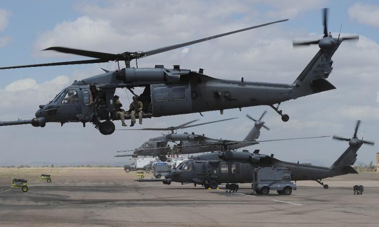 Trực thăng của Không quân Mỹ rơi vỡ tan, 4 người chết 7