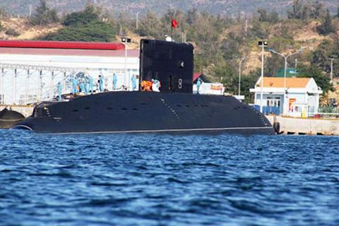 Tàu ngầm Hà Nội hùng dũng tiến ra Biển Đông 8
