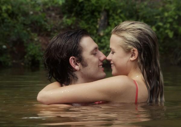 Người yêu màn ảnh của Vanessa Hudgens nồng nàn bên bạn gái mới 6