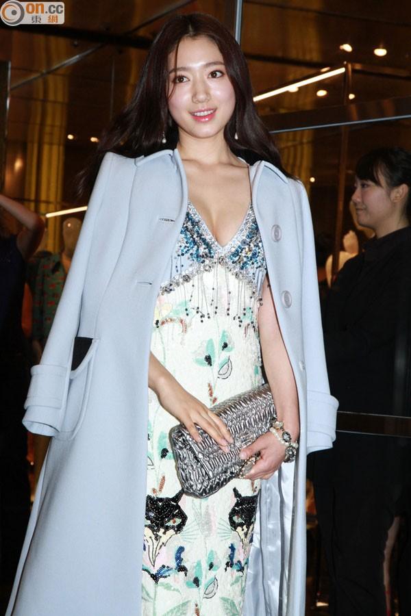 Park Shin Hye sexy khoe vòng 1, thu hút truyền thông Hồng Kông 4
