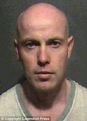 Thầy giáo tiểu học đi tù vì chat sex với nữ sinh 4