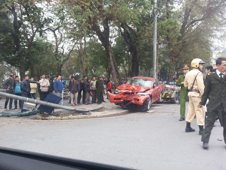 BMW 118i gặp nạn vì drift bất thành tại Hà Nội 5