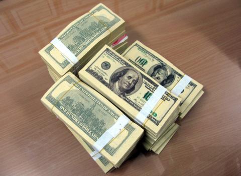 Nàng dâu tráo đô la giả, lấy gần 1 tỷ đồng của bố chồng 6