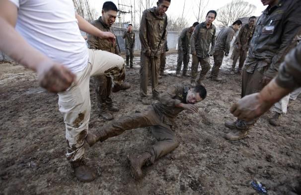 Sự khắc nghiệt trong trường đào tạo vệ sĩ của Trung Quốc 6