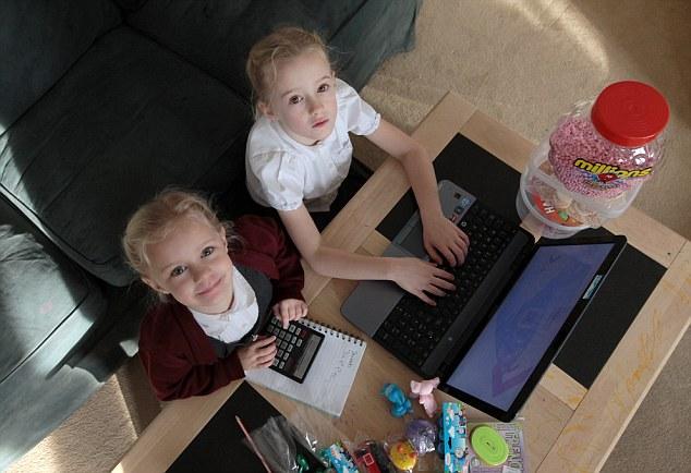 Chị em bé 4 tuổi trở thành doanh nhân trẻ nhất nước Anh nhờ… buôn kẹo 8