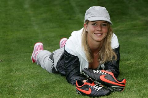 Arsenal có tân binh là… hot girl bóng đá Hà Lan 10