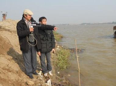 Tiếp tục khai quật đợt 2 trên sông Hồng tìm xác chị Huyền 5
