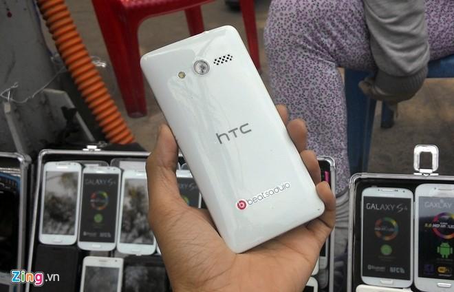 Điện thoại cao cấp 'nhái' tràn ngập vỉa hè Sài Gòn 11