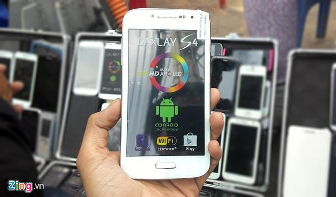 Điện thoại cao cấp 'nhái' tràn ngập vỉa hè Sài Gòn 14