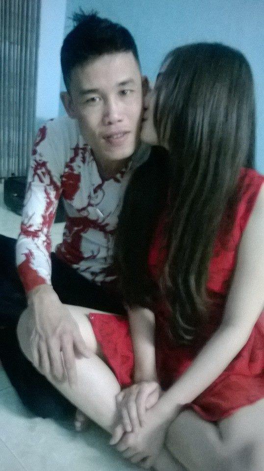 Hiệp gà tung ảnh ôm hôn người yêu mới sau khi chia tay 'vợ ba' 7