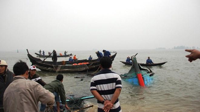 Chìm táu cá, 4 người chết và mất tích 5