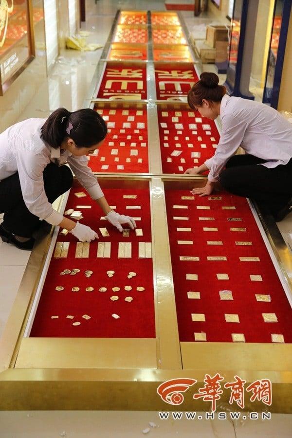 Lác mắt nhìn đại gia Trung Quốc siêu chơi trội với tiền, vàng 6
