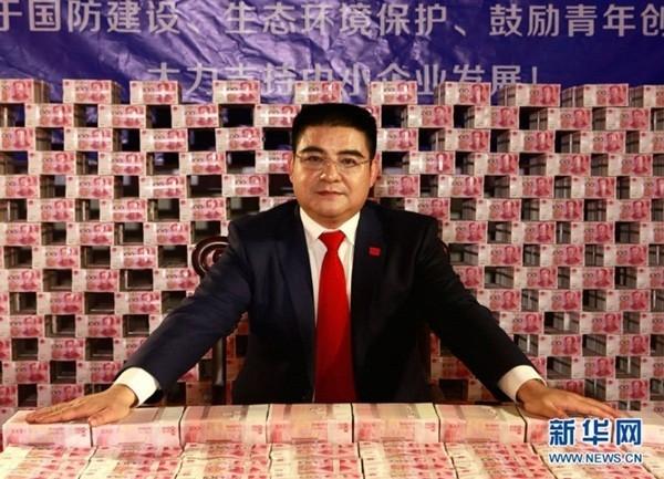 Lác mắt nhìn đại gia Trung Quốc siêu chơi trội với tiền, vàng 8