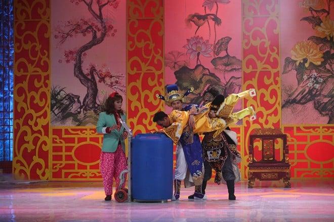 Trai đẹp bị trục xuất, 'Con bướm xuân' lên sân khấu Táo quân 8