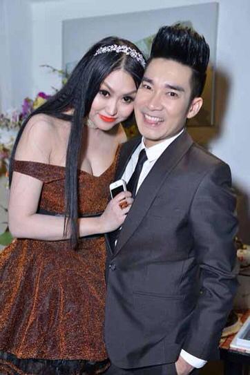 Phi Thanh Vân lộ ngực khủng, cưỡng hôn Quang Hà 7