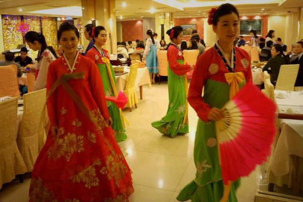 Đến nhà hàng Trung Quốc, ngắm kiều nữ Triều Tiên 7