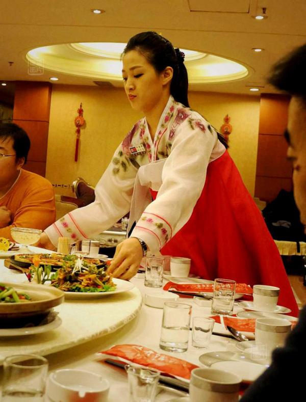 Đến nhà hàng Trung Quốc, ngắm kiều nữ Triều Tiên 12