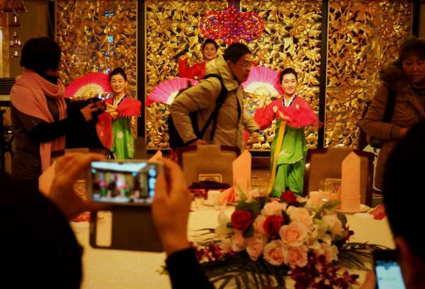 Đến nhà hàng Trung Quốc, ngắm kiều nữ Triều Tiên 21