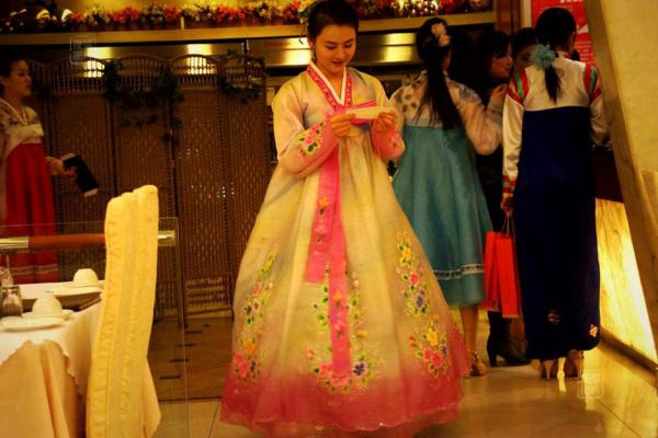 Đến nhà hàng Trung Quốc, ngắm kiều nữ Triều Tiên 25