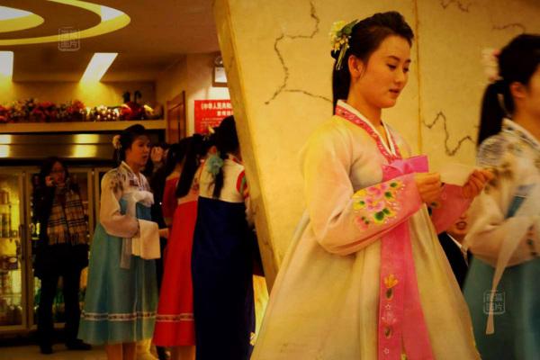 Đến nhà hàng Trung Quốc, ngắm kiều nữ Triều Tiên 26