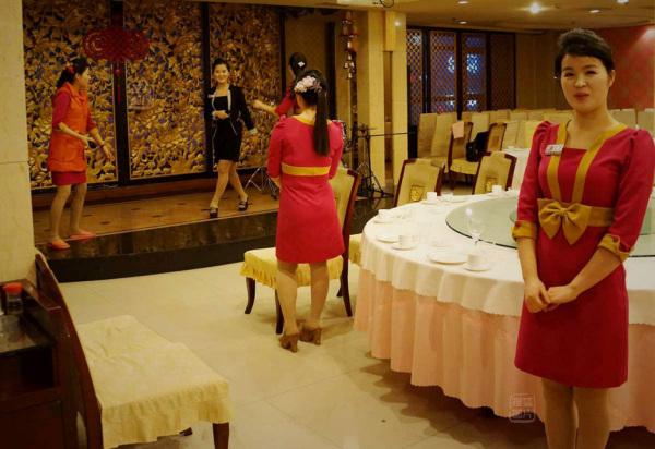 Đến nhà hàng Trung Quốc, ngắm kiều nữ Triều Tiên 33