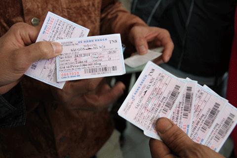 Ga Sài Gòn đổi tên cho khách mua vé Tàu Tết Giáp Ngọ 2014 sai tên và CMND 4