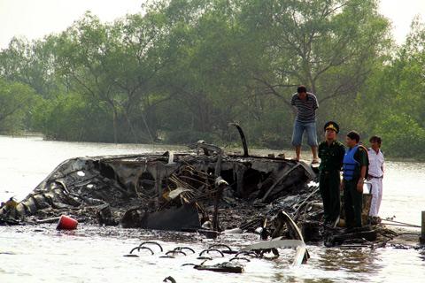 Tàu cánh ngầm bốc cháy dữ dội: Tạm đình chỉ công tác 2 đăng kiểm viên 3