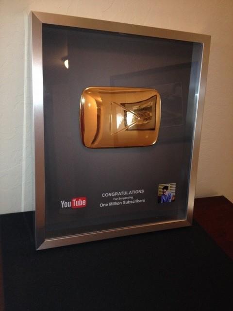 Hút 1,3 triệu người theo dõi, 9X Trần Đức Việt nhận giải từ Youtube 8