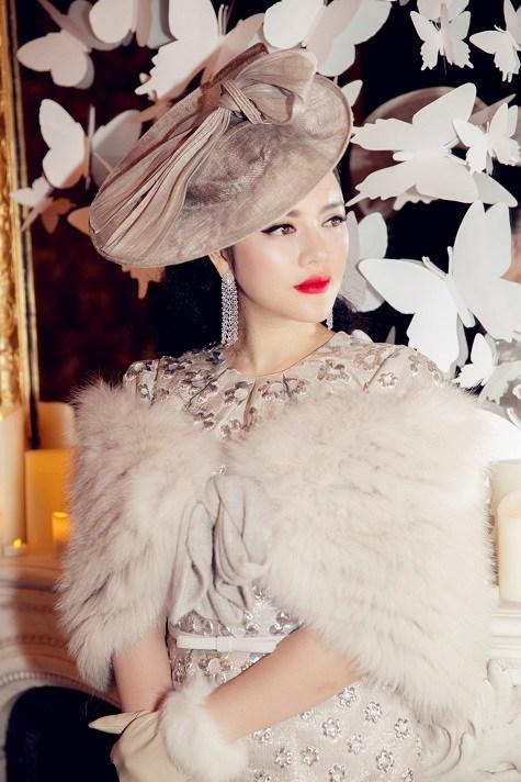 Lý Nhã Kỳ ghi dấu ấn với phong cách cổ điển ở tuần lễ thời trang Paris  13