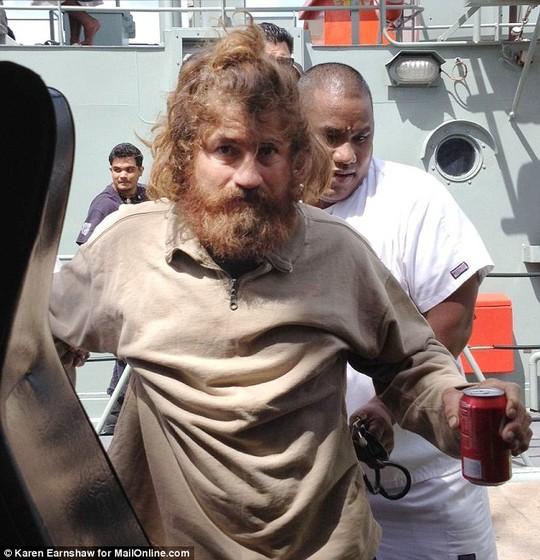 Sống sót trên biển hơn 13 tháng nhờ uống máu chim 4