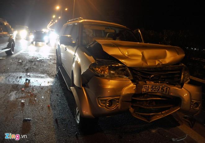Tai nạn liên hoàn, xế hộp bẹp dúm, cao tốc Pháp Vân tê liệt 4