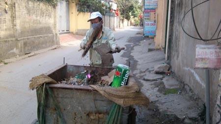 Sau Tết, cả ngàn bánh chưng vào thùng rác ở Hà Nội 6