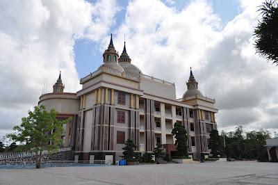 Dinh thự Trầm Bê: Tòa nhà xấu xí bậc nhất Việt Nam?? 13