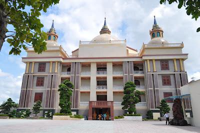 Dinh thự Trầm Bê: Tòa nhà xấu xí bậc nhất Việt Nam?? 7