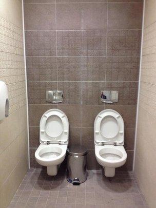 """Toilet đôi ở Olympic Sochi gây """"bão"""" trên mạng xã hội 6"""