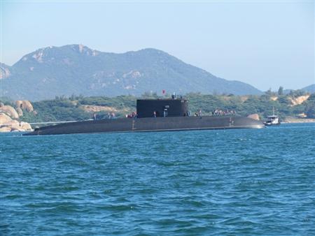 Clip: Tàu ngầm Kilo Hồ Chí Minh được vận chuyển về Việt Nam 6