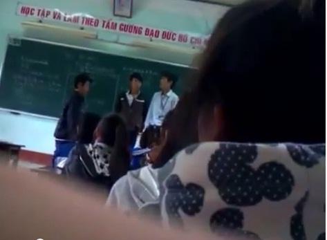 Bị giáo viên tát, học sinh đánh trả thầy ngay trên bục giảng 6