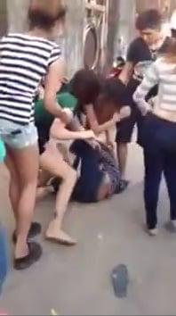 Hình ảnh Clip nữ sinh Biên Hòa đánh hội đồng hotgirl gây xôn xao số 1