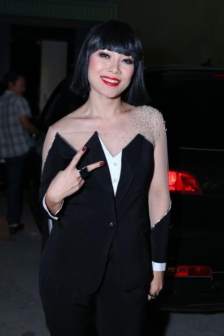 Mỹ Tâm bị nghi ngờ diện trang phục nhái ở Vietnam Idol  6