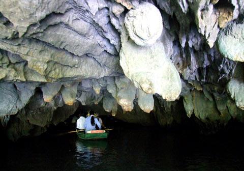 Video thâm nhập mê cung bí ẩn trong hang động Tràng An 5