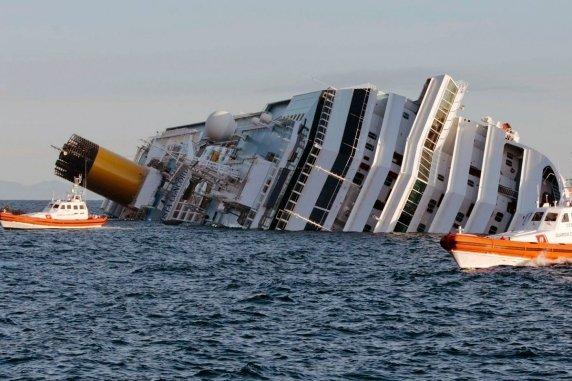 Trúng mẻ cá 50 tấn, tàu lớn 2.5 tỷ bị kéo chìm xuống biển 5