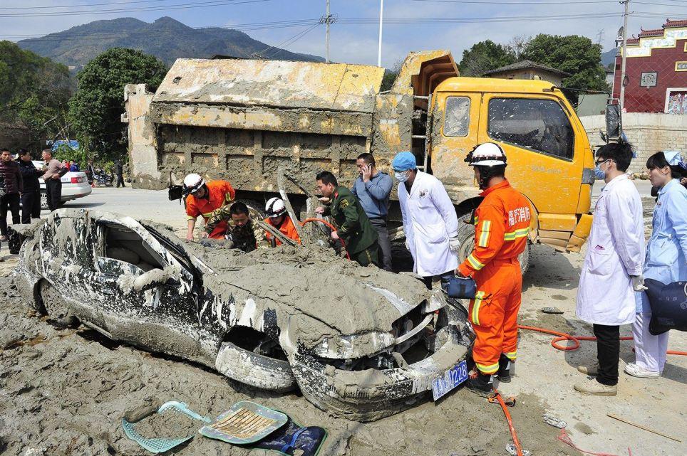 Cô gái sống sót kỳ diệu khi bị xe tải 10 tấn chở xi măng ướt chôn vùi 12
