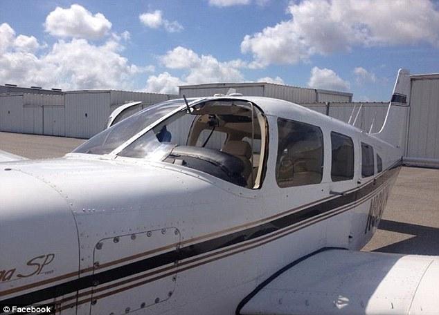 Chim đâm thủng cửa kính máy bay, lao thẳng vào mặt phi công 9